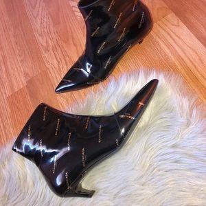 Incredible trendy Balenciaga booties